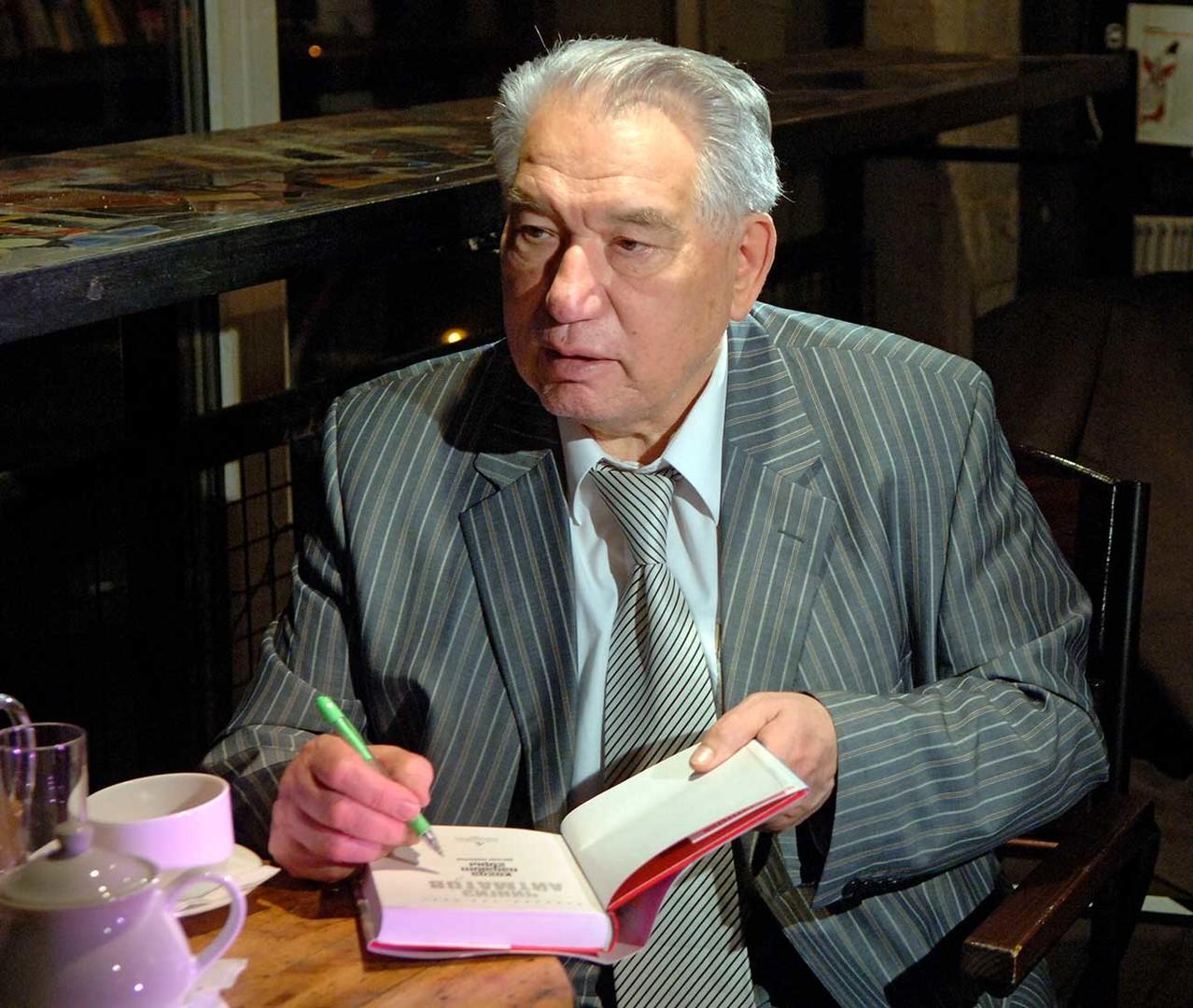 Aitmátov trouxe do Quirguistão rural uma literatura com a imensidão das estepes em que o homem é apenas uma parte ínfima da natureza.
