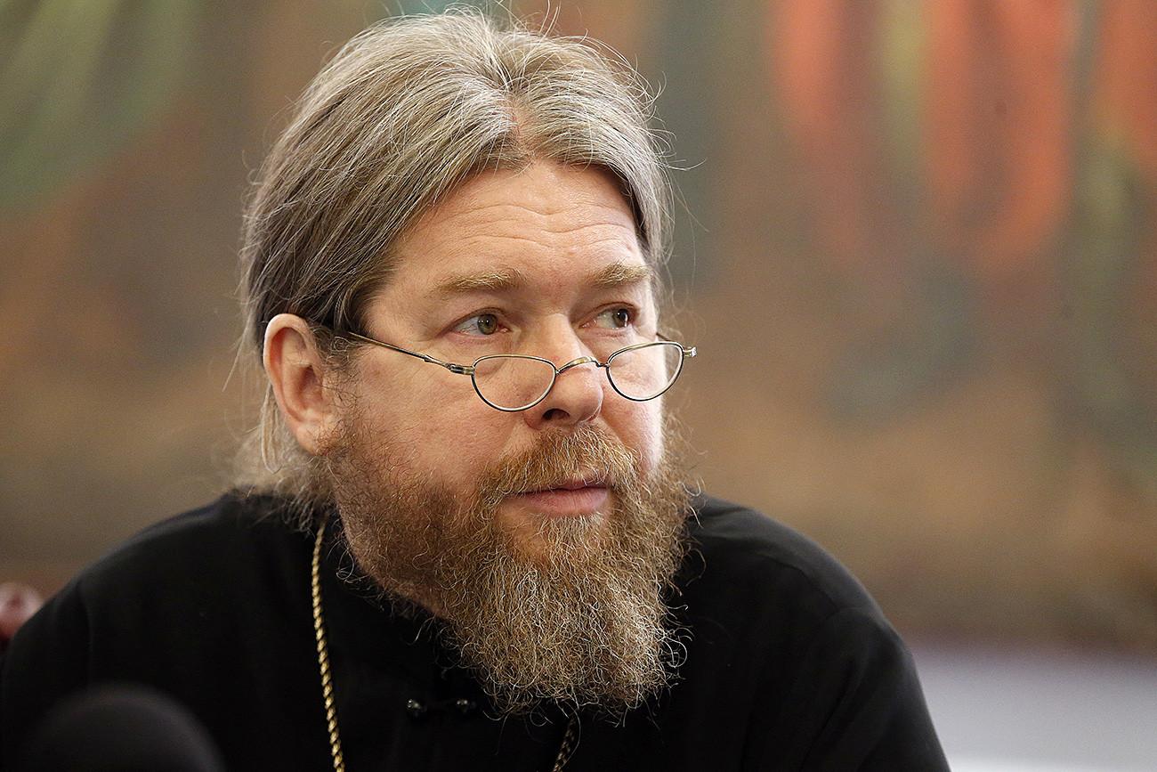 Abade traz alegorias bíblicas em didática soviética.