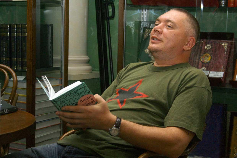"""""""Sou tchetcheno"""" compõe uma meditação fragmentada de Saduláev sobre guerra, identidade e falta de raízes."""
