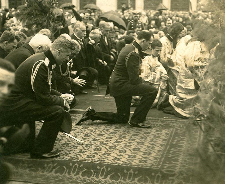 Цар Борис III на церемонията по освещаването на храма