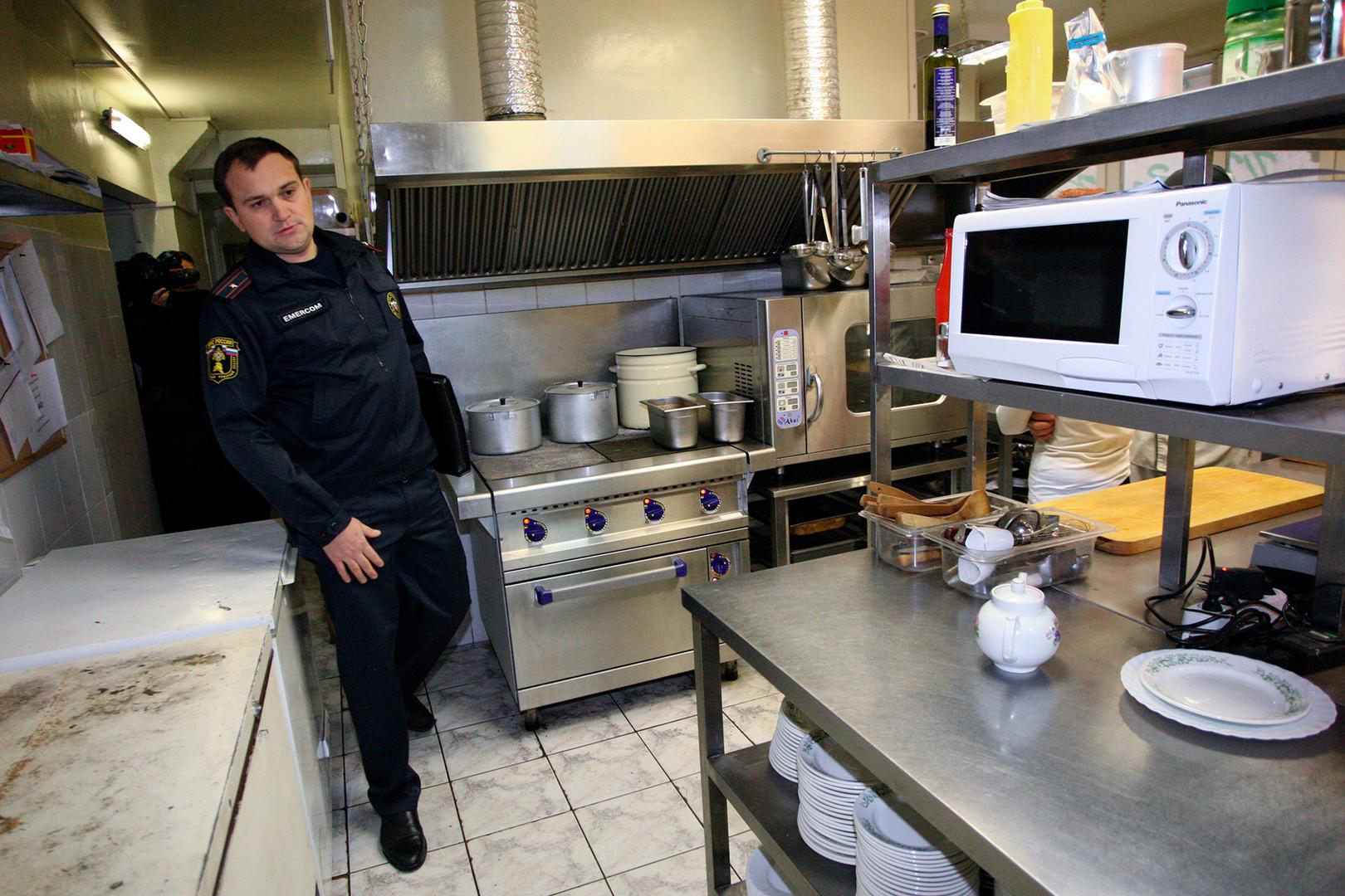「あなたが良い料理を提供し、客がそれを感じて常連になれば、検査官は、苦情が入らないかぎり、頻繁に来ることはない」