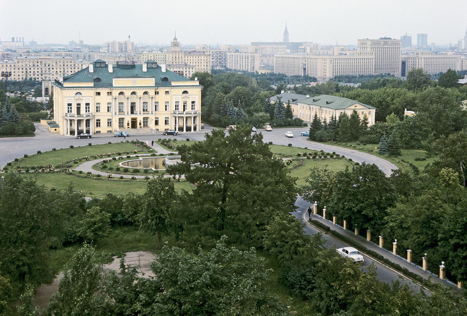 Alexandrinsky (Neskuchny) palace of Prokofi Demidov's  estate.