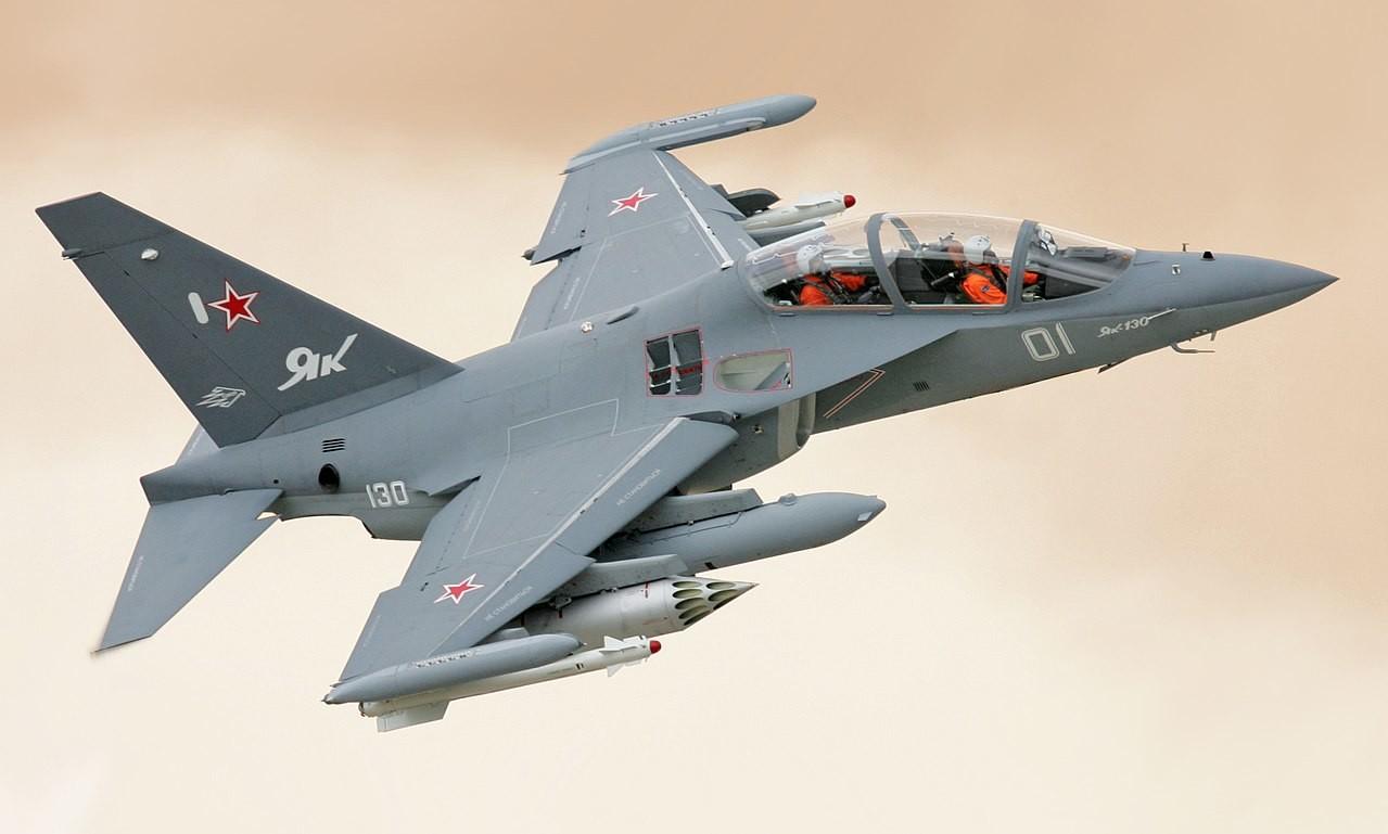 Šolsko letalo Jak-130.