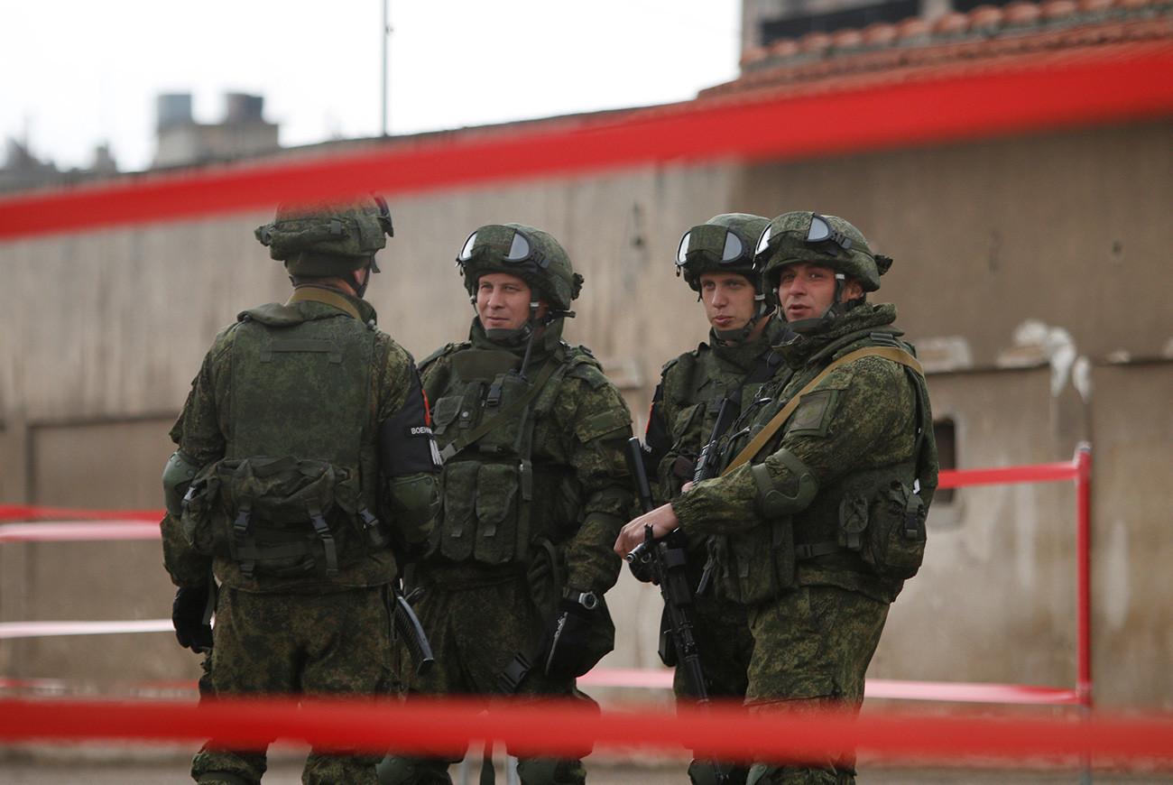 Tentara Rusia berkumpul di Homs, Suriah.