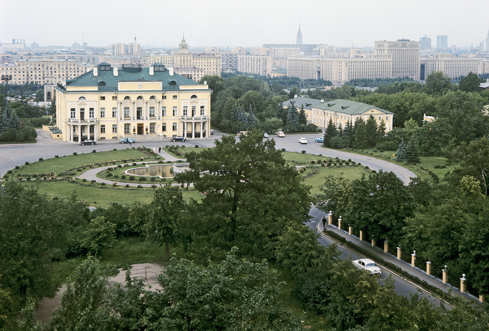Il palazzo Aleksandrinksij nella tenuta Prokofi Demidov
