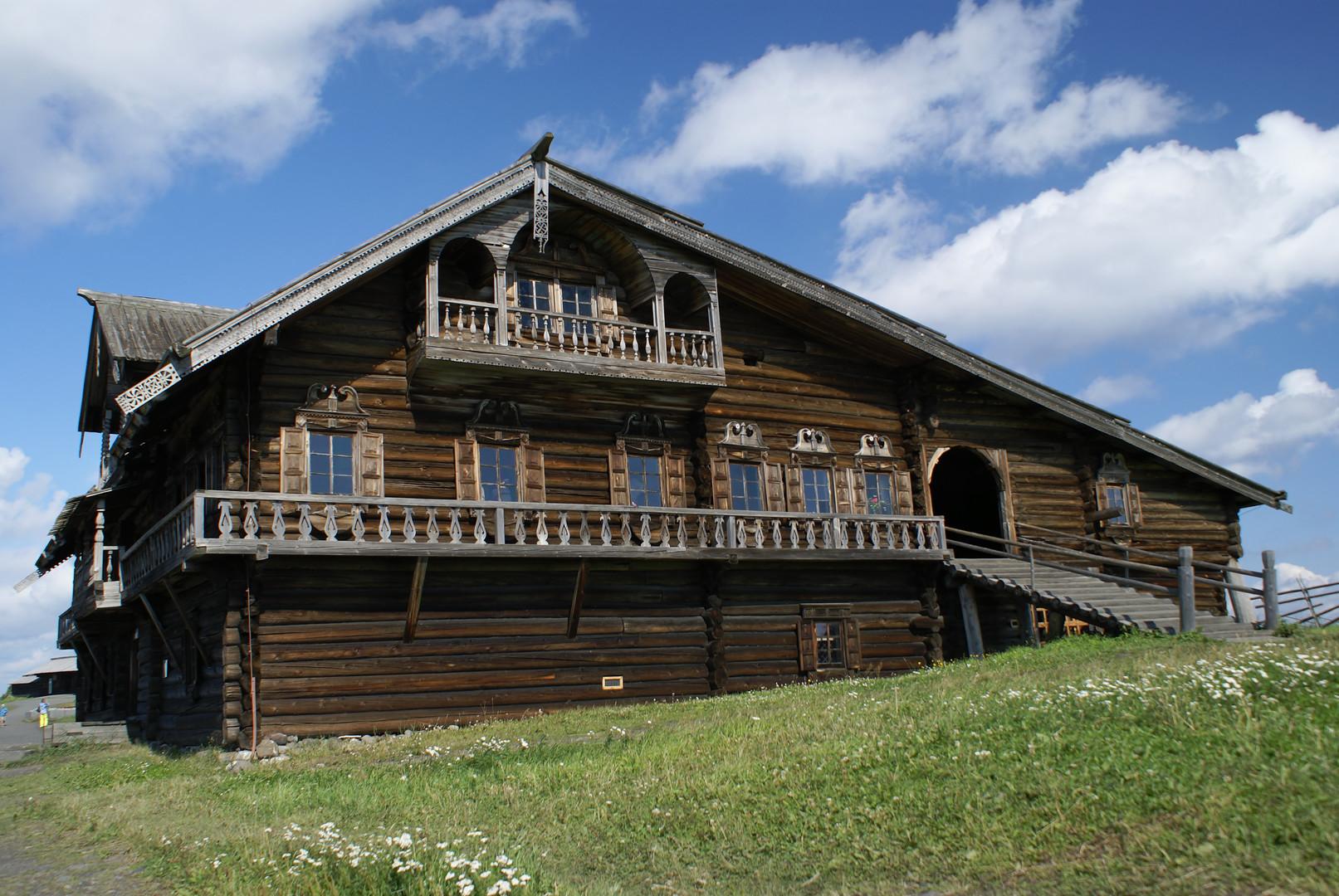 Holzhaus des Großbauern Oschewnew