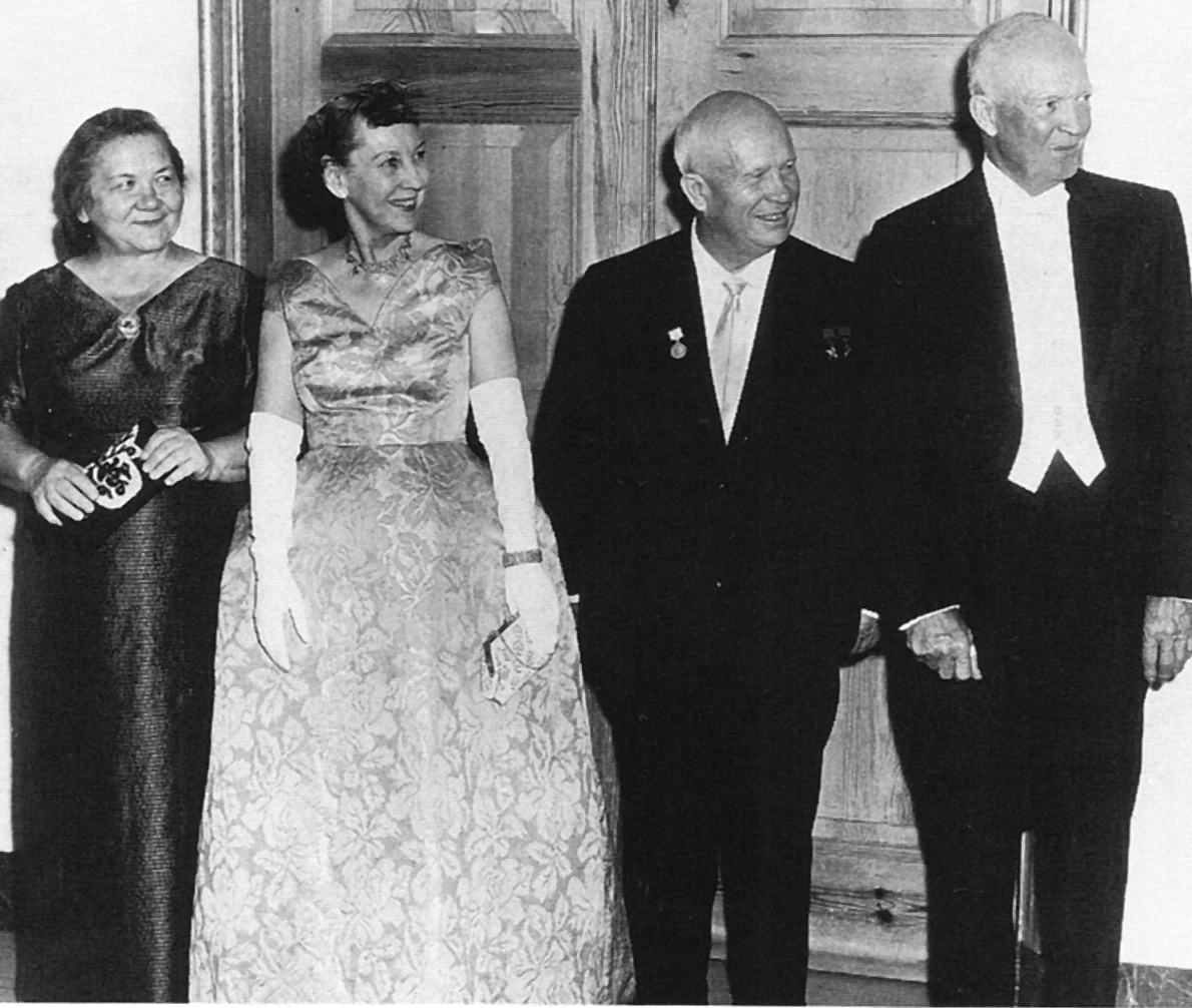 Nina Chruschtschowa, Mamie Eisenhower, Chruschtschow und Dwight Eisenhower, 1959