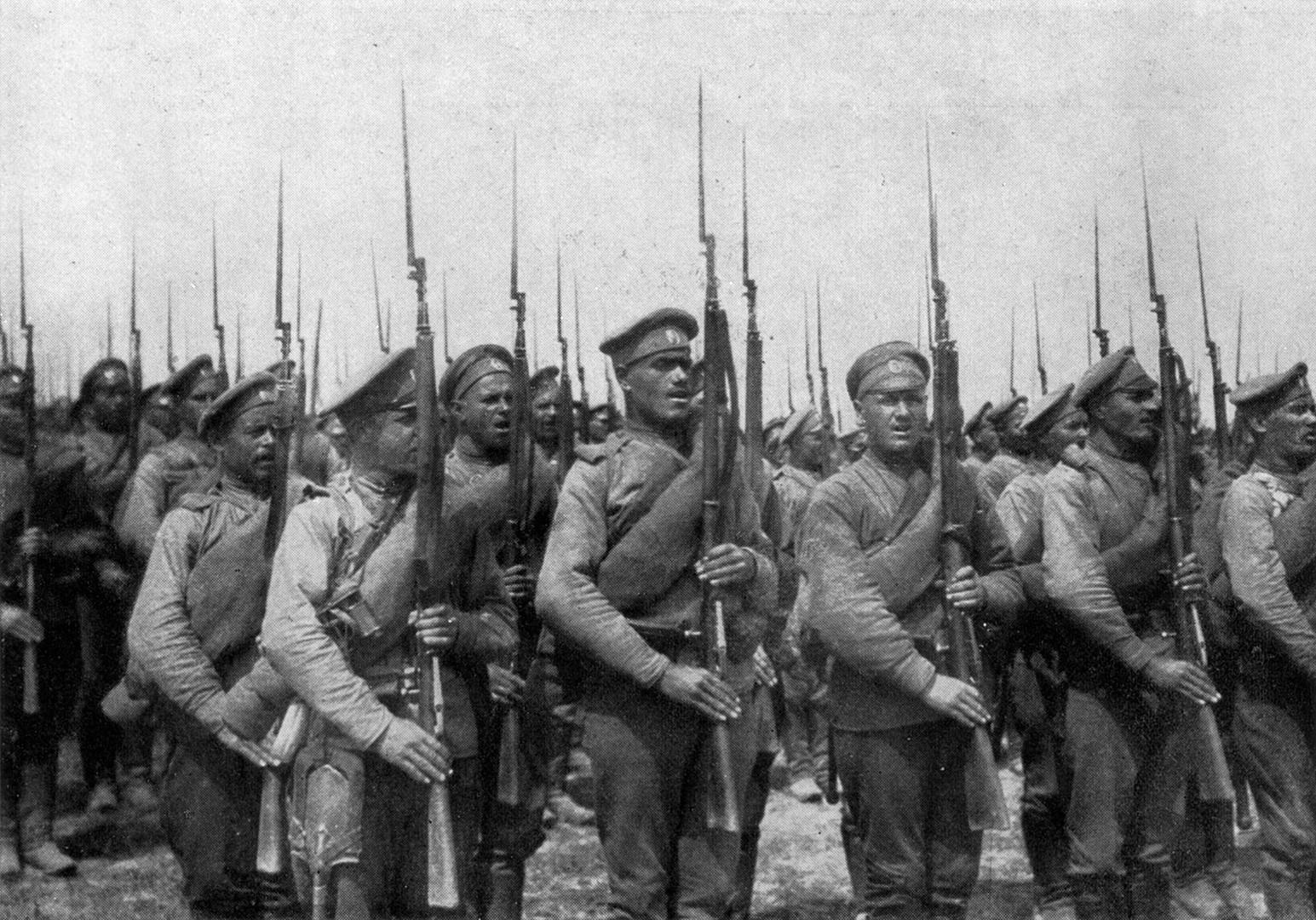 Perang Dunia I adalah tes terberat untuk tentara Rusia karena pertempuran mereka diperburuk pemberontakan orang-orangnya.