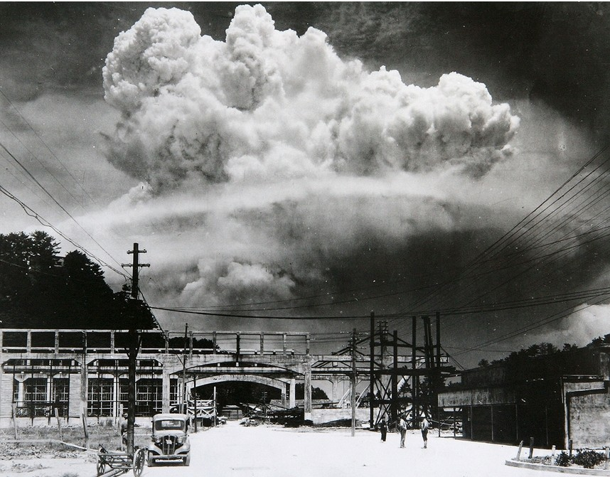 Jedrska goba bombe, vržene na Nagasaki, z oddaljenosti 9,6 km. 9. avgust 1945.