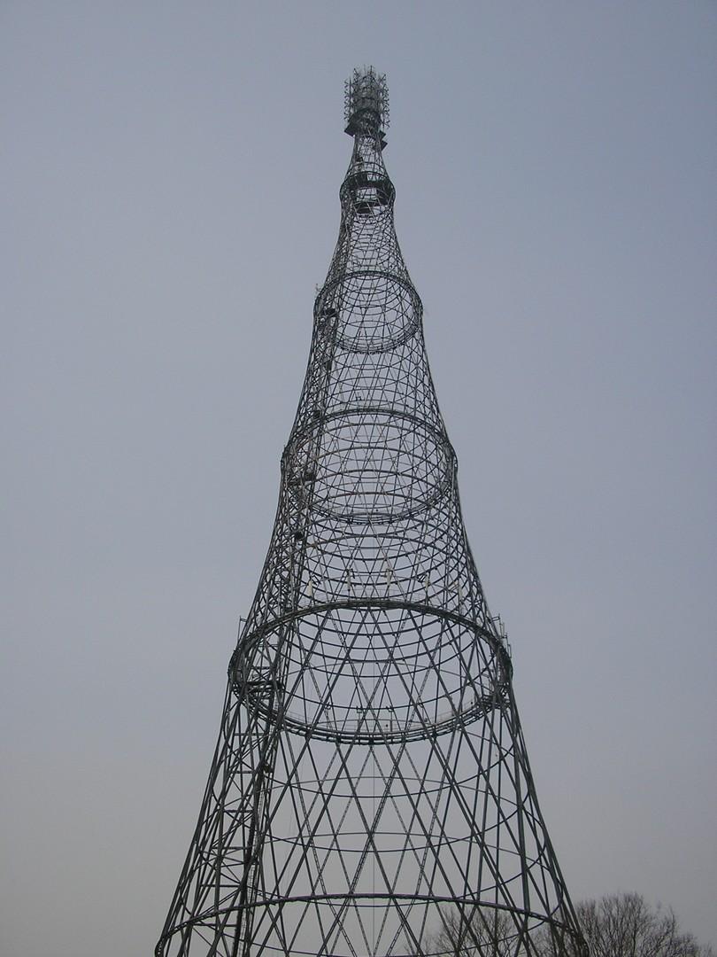 Der Schuchow-Sendeturm war 1922 gerade erst fertiggestellt worden. Ein Jahr zuvor war ein Teil der eindrucksvollen Konstruktion noch wingestürzt und musste rekonstruiert werden.
