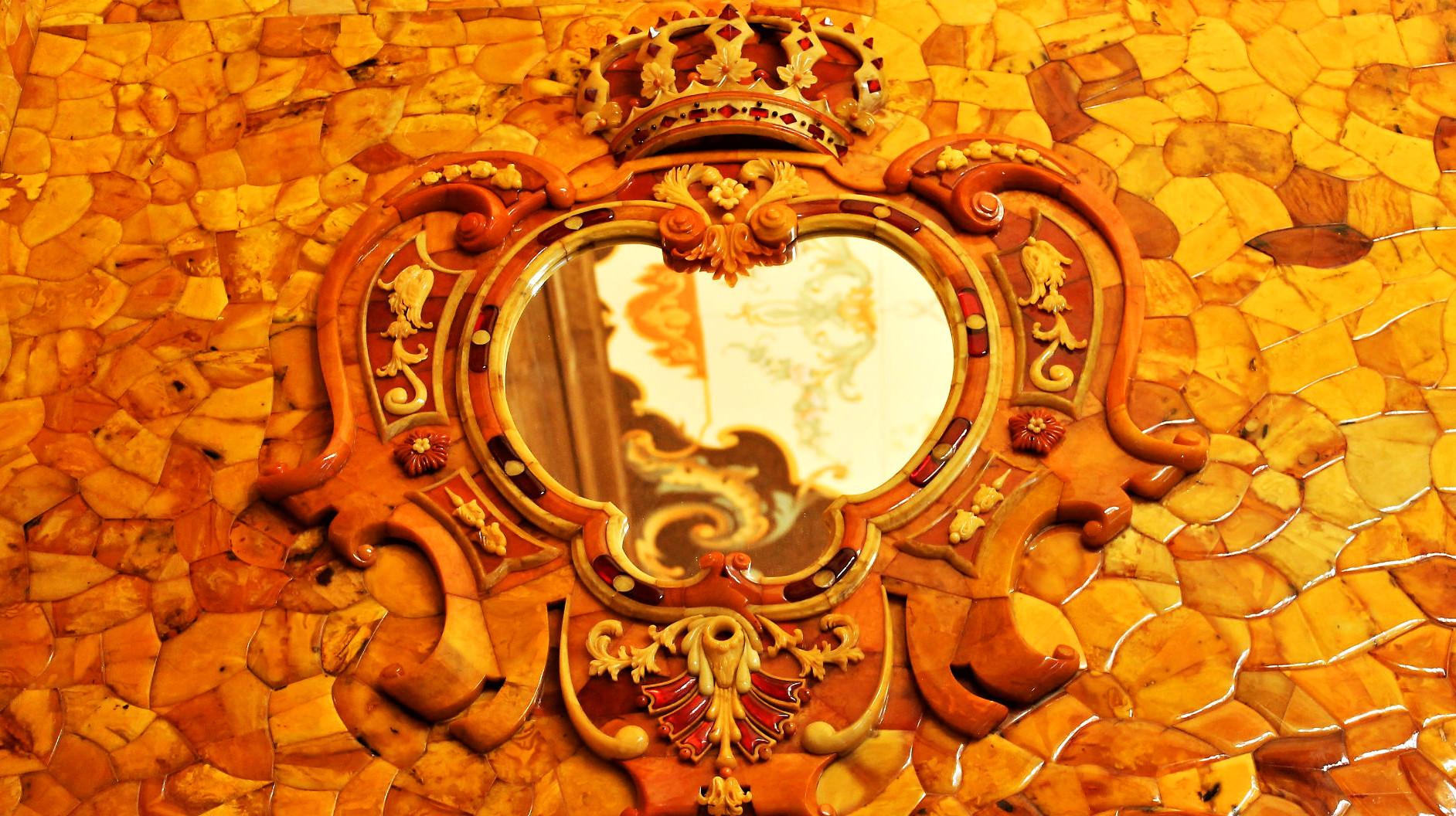 La réplique du cabinet d'ambre de Pierre le Grand.
