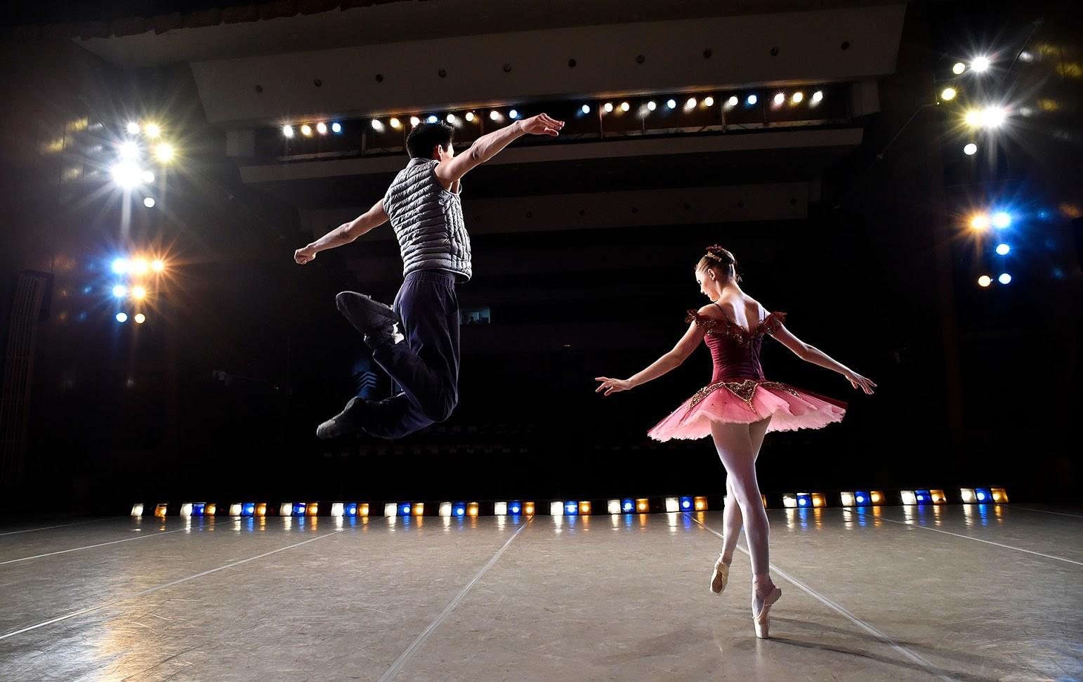 Ученици репетират преди концерт в Академията на Болшой театър.