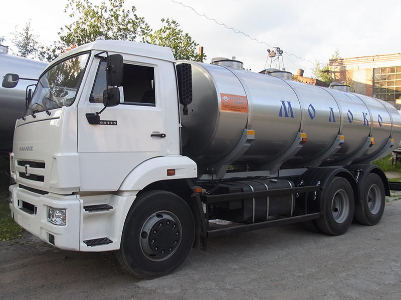 14000-litrska cisterna za mleko iz tovarne Vologodskie mashiny (Vologda Machines) na ruskem tovornjaku KamAZ.