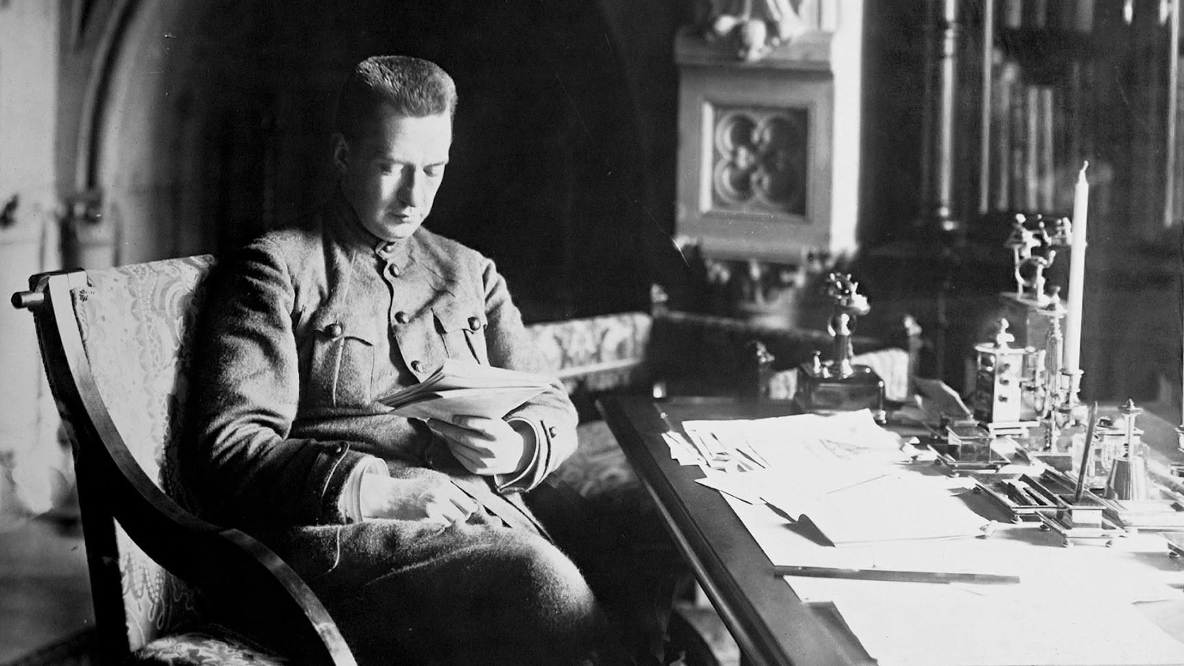 Александър Фьодорович Керенски (1881-1970), руски революционен лидер, министър на войната през 1917 година.