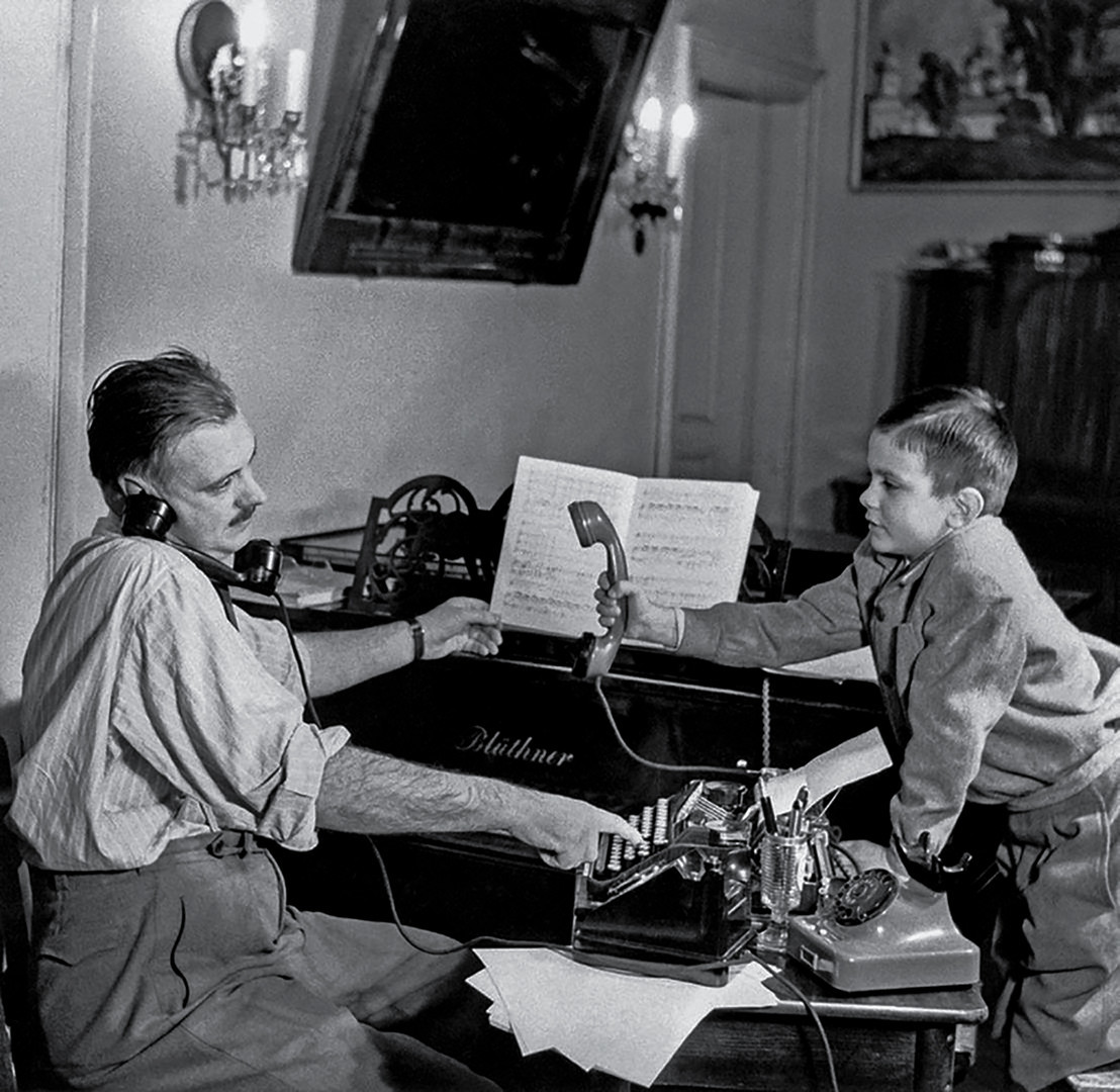 Pjesnik Sergej Mihalkov sa svojim sinom Nikitom
