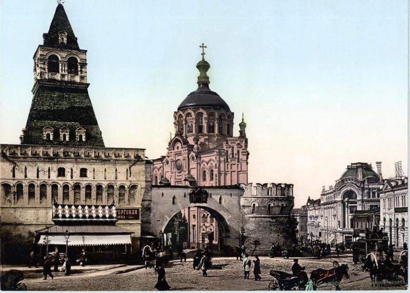 Владимировите врати в квартала Китай-город и параклисът