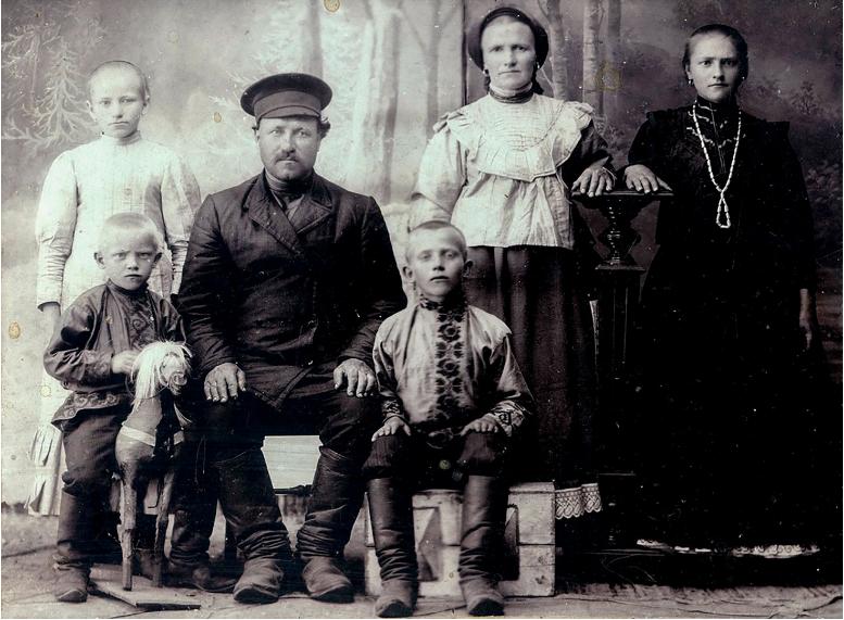 Družina. / neznan avtor. Iz arhiva Nikolaja Nikolajeva.