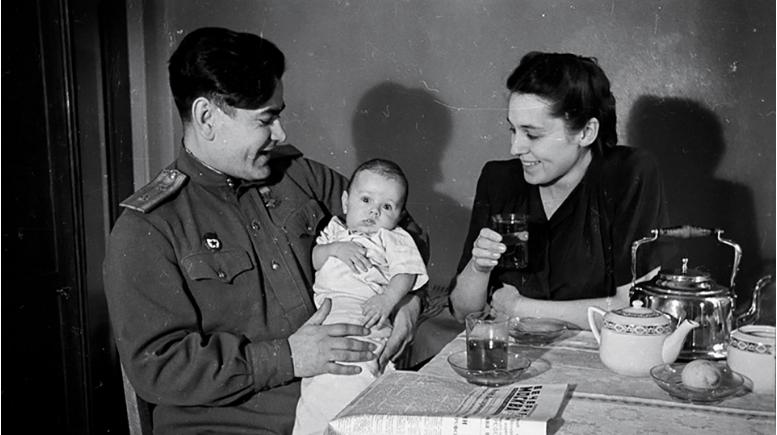 Aleksej Maresjev z ženo Galina in sinom Viktorjem.