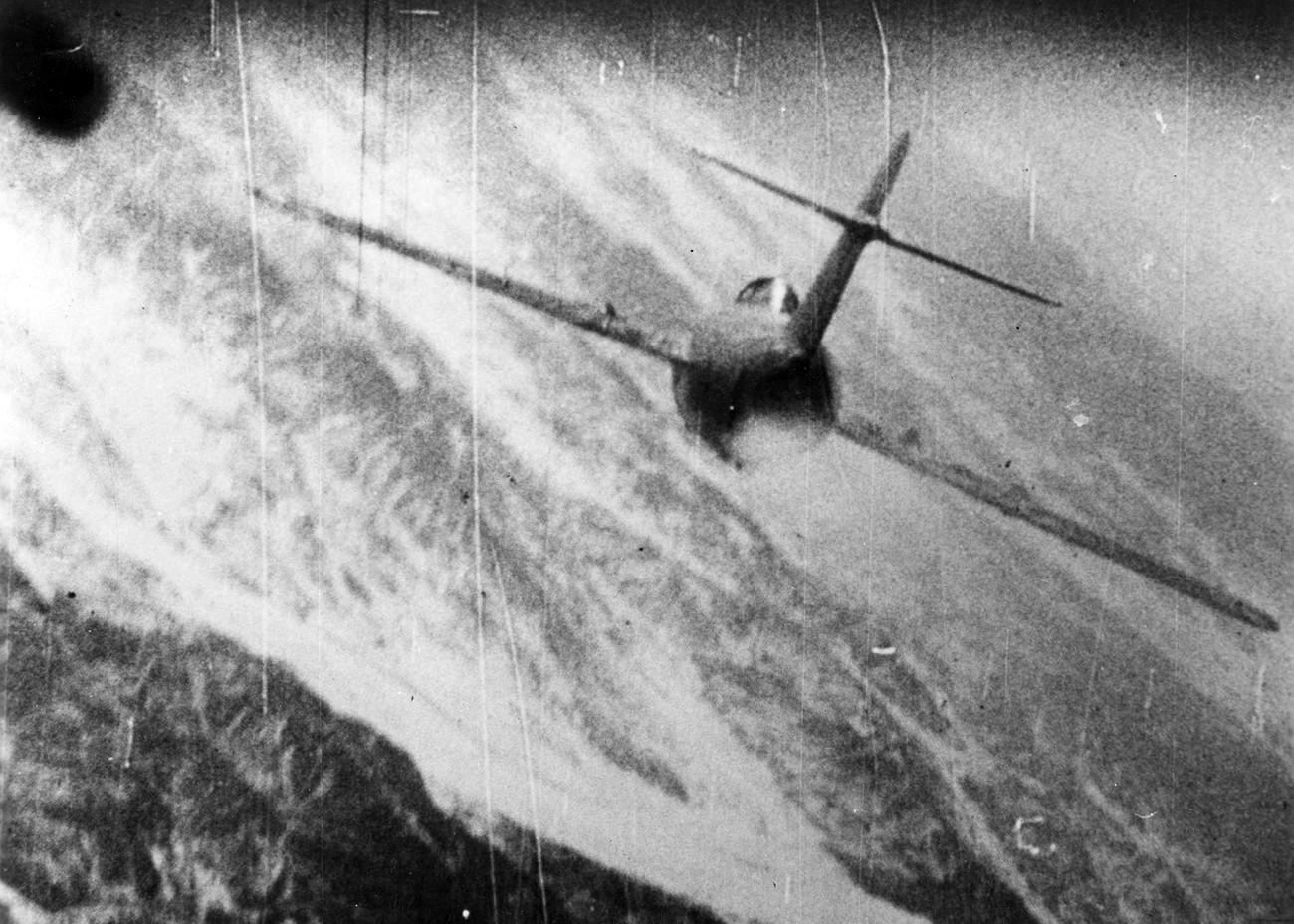 El caza soviético MiG-15 atacado por el F-86 Sabre estadounidense sobre Corea en 1952-53.