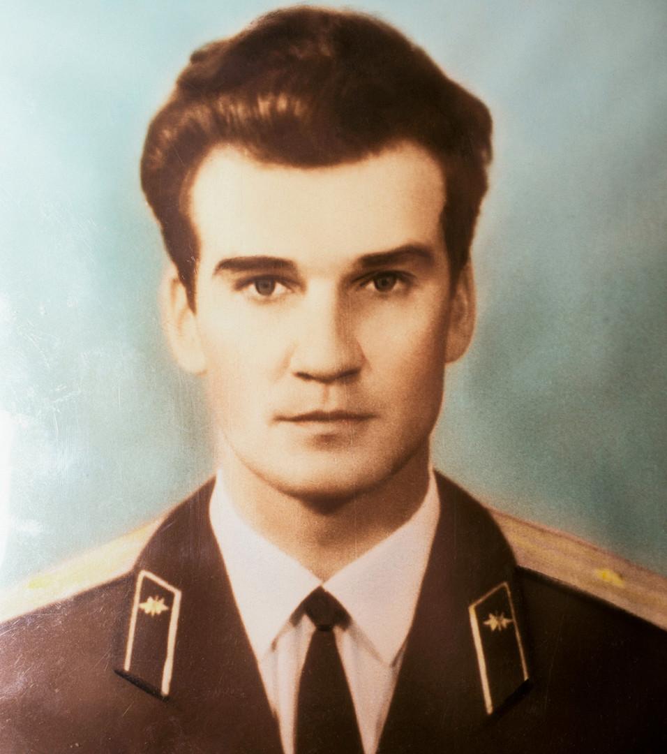 Stanislav Petrov joven.