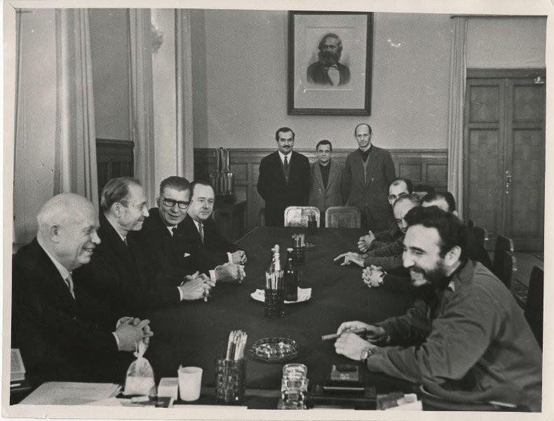 Преговорите между Никита Хрушчов и Фидел Кастро.