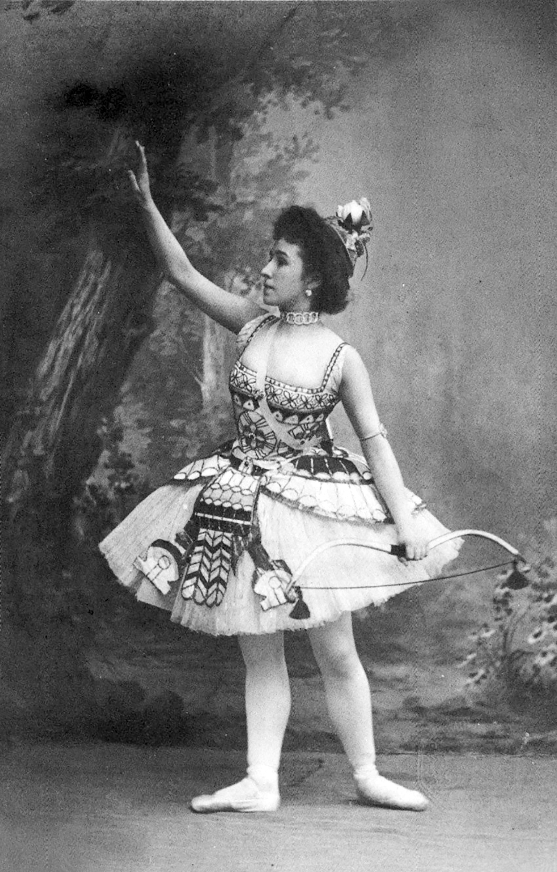 Photographic postcard of Mathilde Kschessinska costumed as the Princess Aspicia in the Grand pas des chasseresses from 'The Pharaoh's Daughter' ballet, 1898-1899