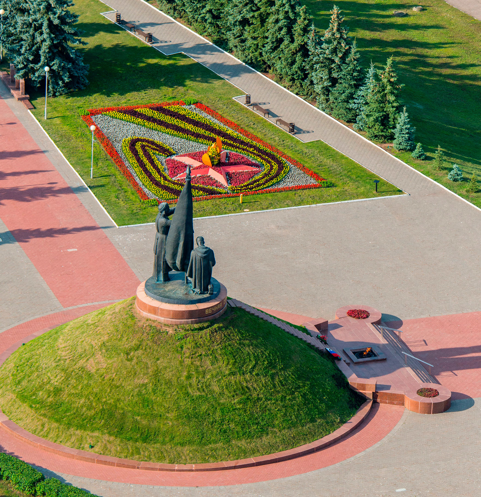 Monumento a los Héroes de la Segunda Guerra Mundial en el Parque Pobedi, Cheboksari.