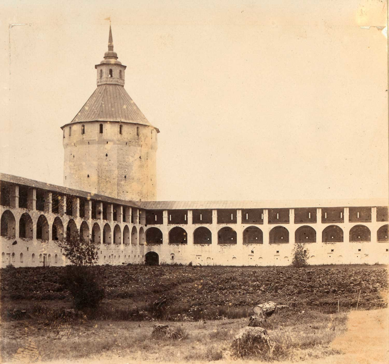 St. Kirill Belozersky Monastery. Ferapontov (Moscow) Tower and northwest walls. Summer 1909.