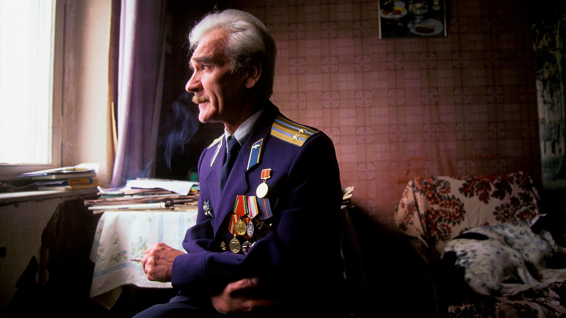 Stanislav Petrov wearing his military uniform in 1999.