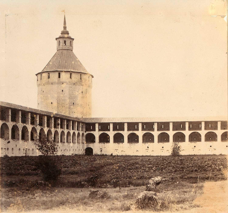 Кирило-Белозерски манастир. Ферапонтова (Московска) кула и северозападне зидине. Лето 1909. године.