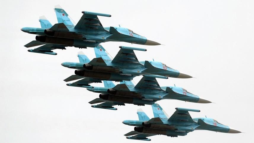 Lovci-bombniki Su-34 med 75. obletnico ustanovitve zračnih obrambnih sil.