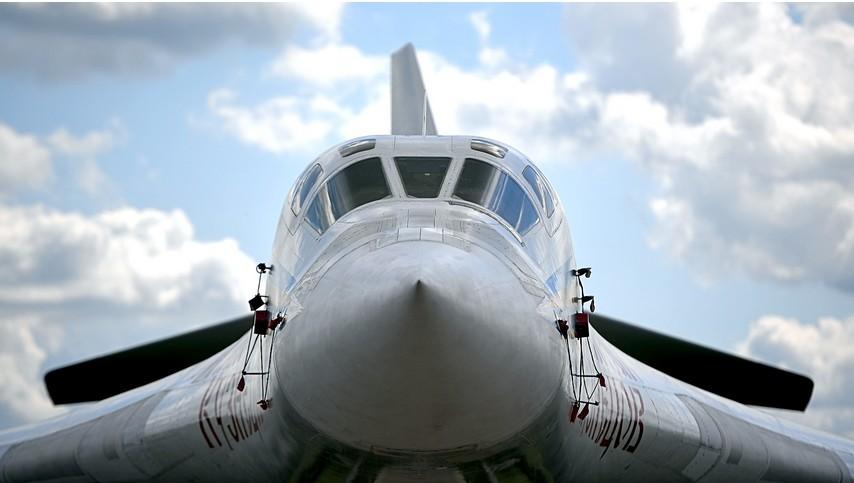 Nadzvočni težki strateški bombnik Tupoljev Tu-160 na Mednarodnem letalsko-vesoljskem salonu MAKS-2017.