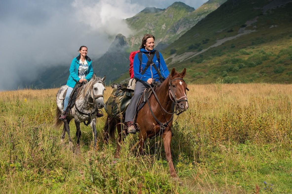 Setelah beberapa hari menunggang kuda dan tidur di tenda, Anda akan merasa seperti seorang nomad sejati.
