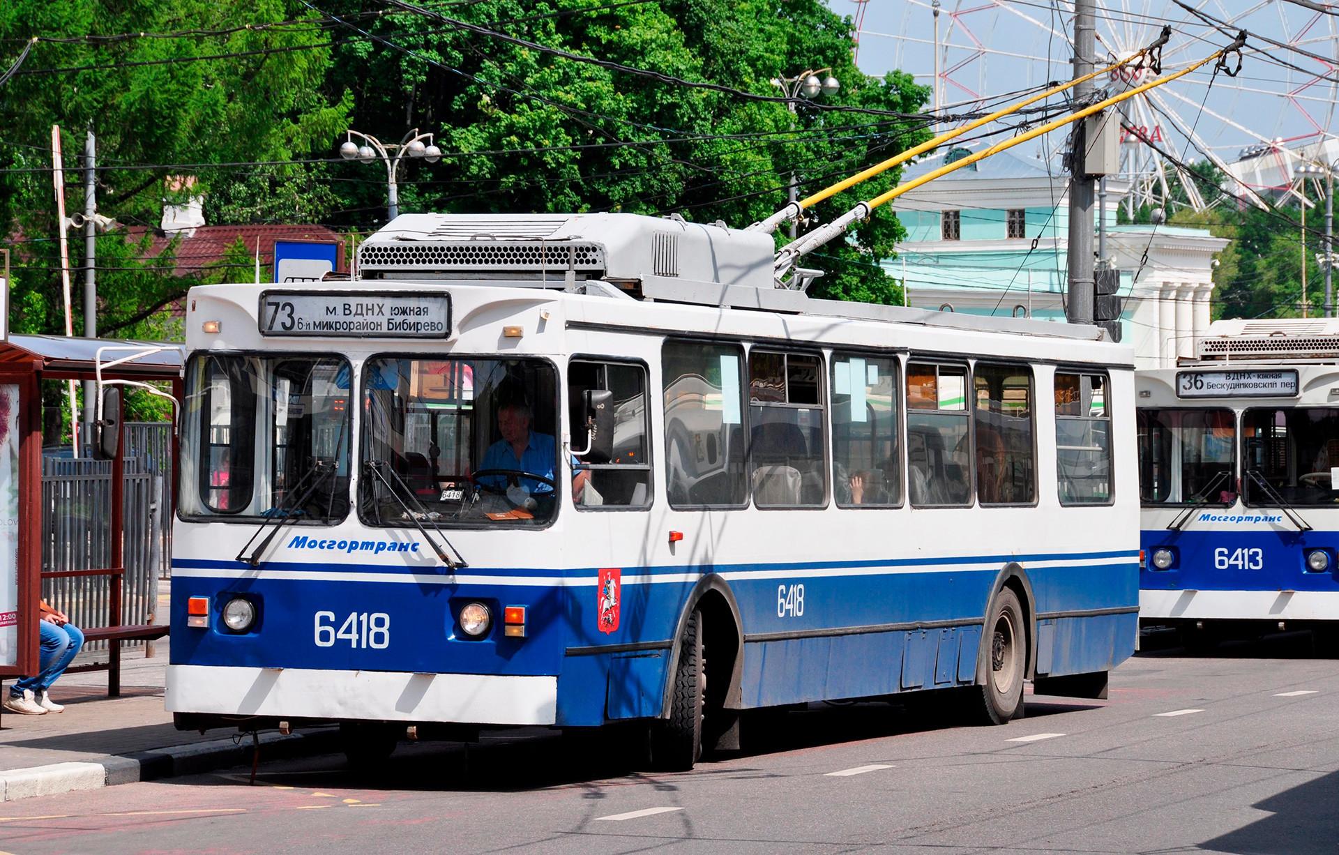 Trólebus no centro de Moscou