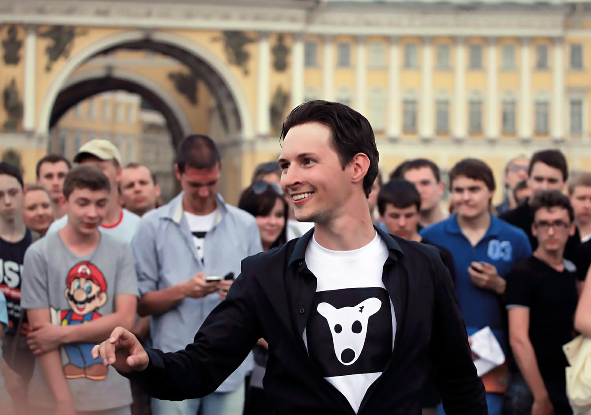 Durov, durante evento na Praça do Palácio, em São Petersburgo