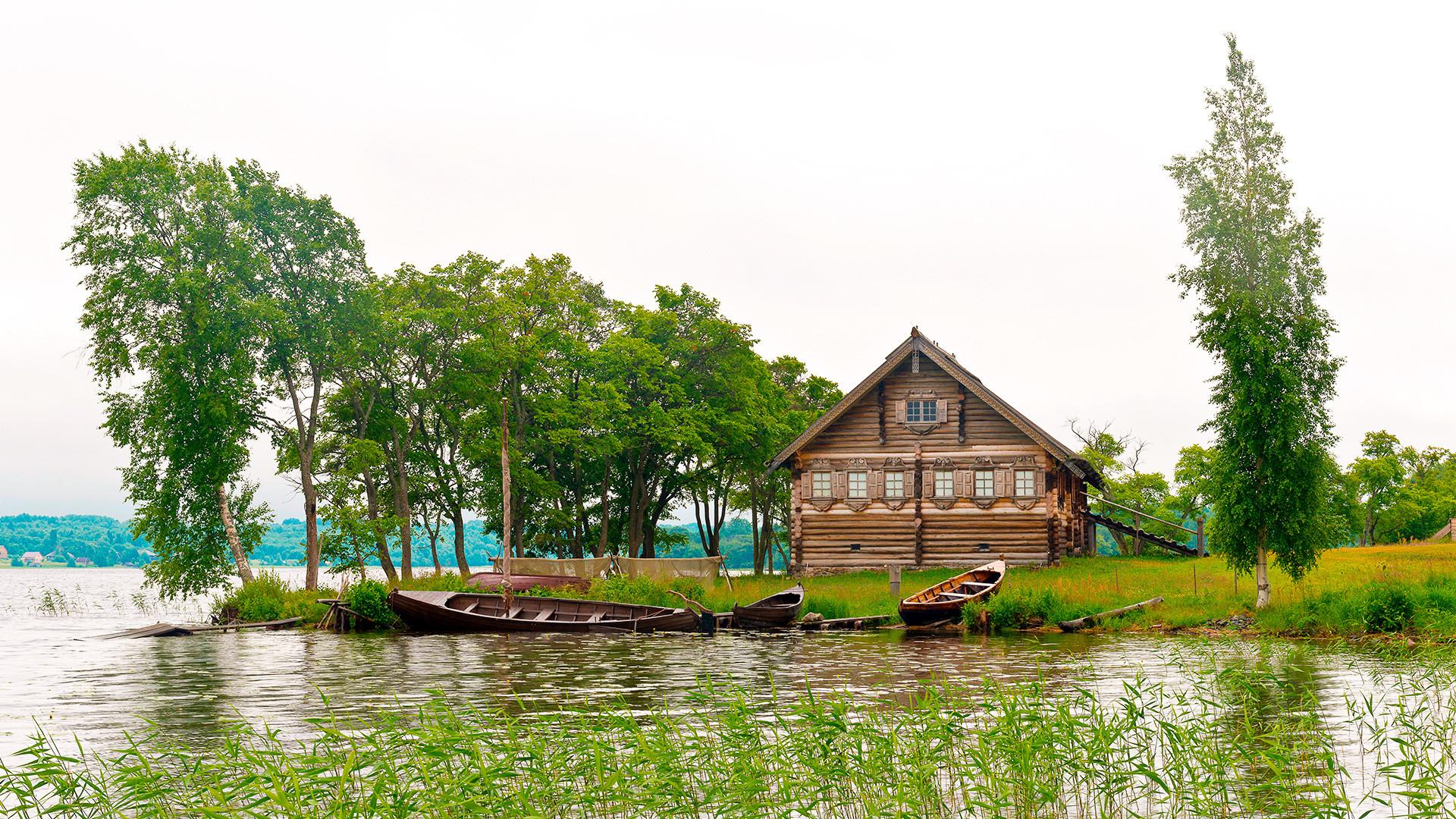 Pulau Kizhi di atas Danau Onega, Republik Karelia, Rusia.