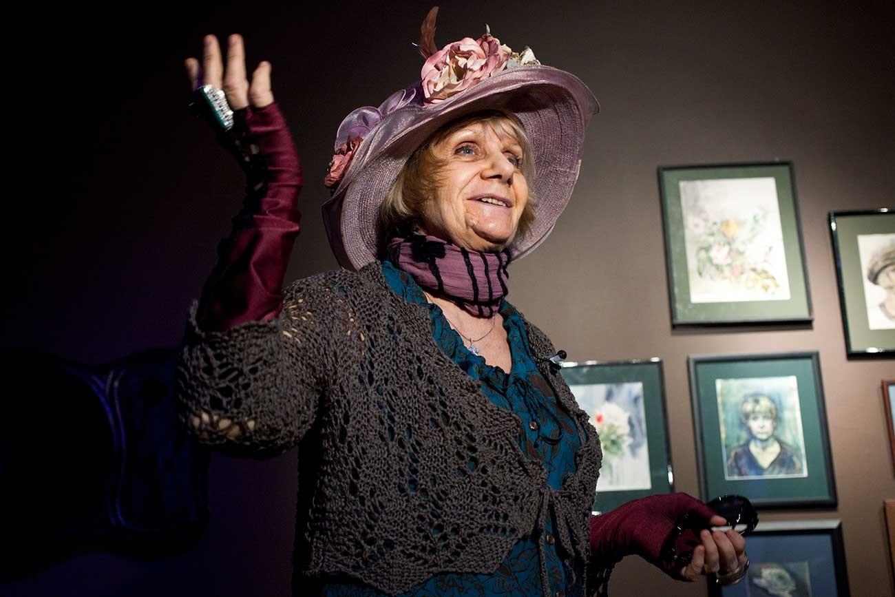 Petruchévskaia é dramaturga, escritora e cantora, e seus escritos fazem sucesso entre adultos e crianças.