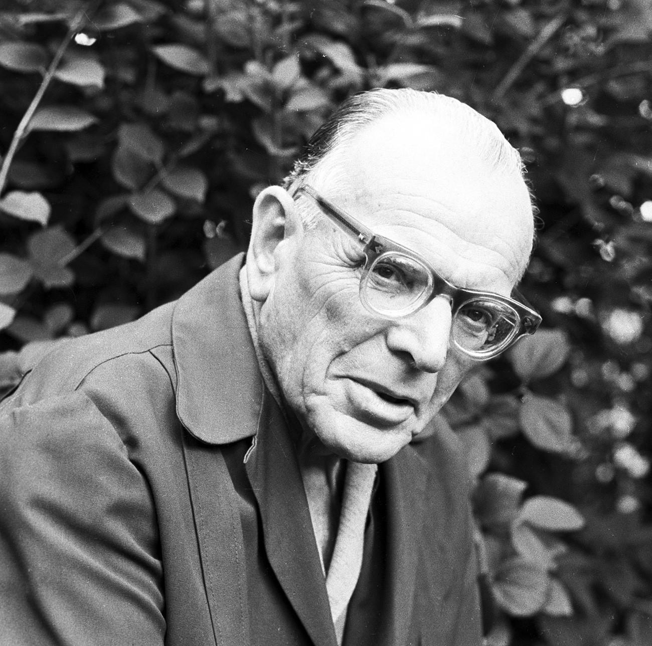 """Konstantín Paustóvsky é um dos mestres da descrição natural, e seu """"Pôvest o jízni"""" é uma obra autobiográfica fundamental em seis tomos."""