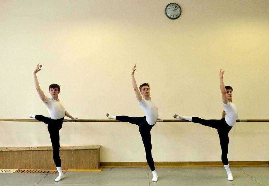 Večina tujcev v akademiji je stara od 13 do 18 let.