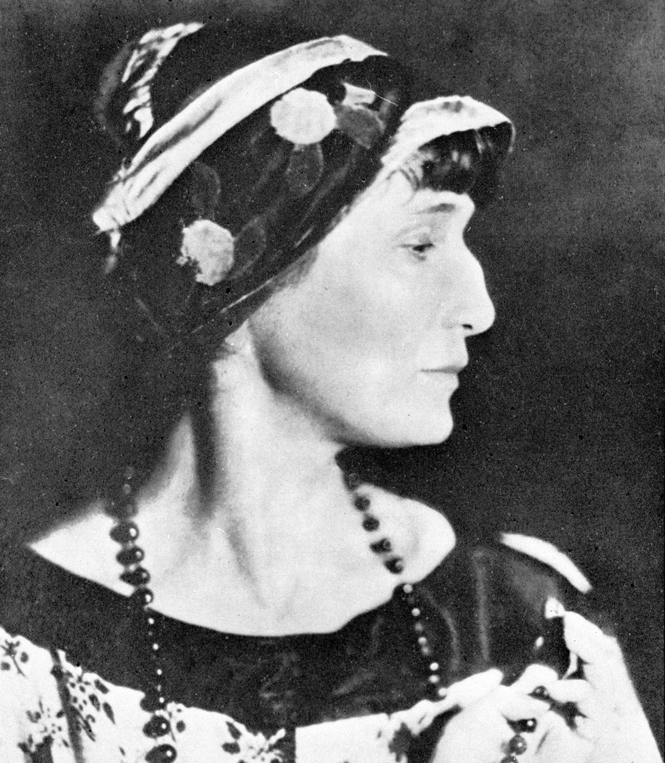Akhmátova foi musa de Modigliani e chegou a ser indicada para o Nobel.
