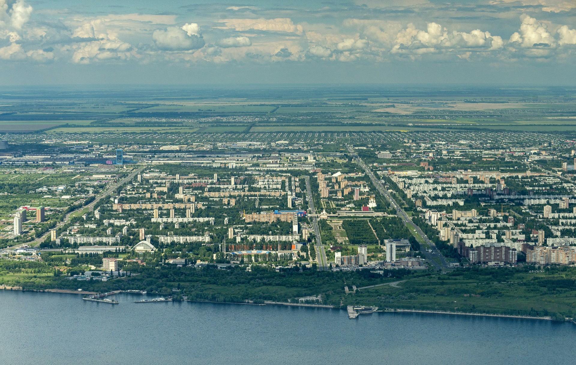 Togliatti je industrijsko središče ob reki Volgi