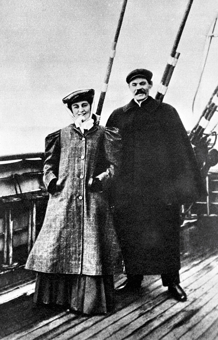 Maria Andreeva and Maxim Gorky on the deck of a steamboat en route to America. A screenshot from the documentary
