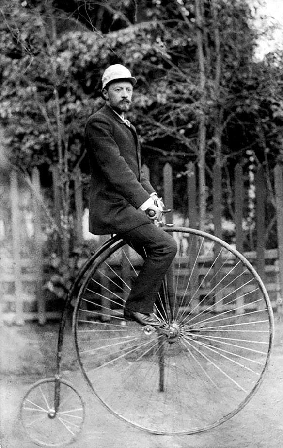 Vladimir Šuhov na kolesu.
