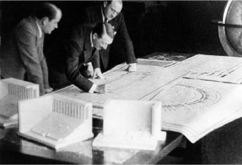Albert Speer (levo) in Hitler