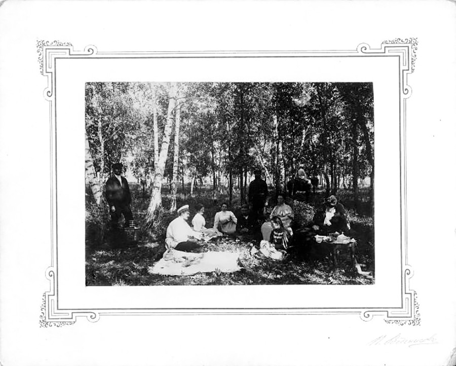 Picnic in un bosco di betulle, inizio Novecento