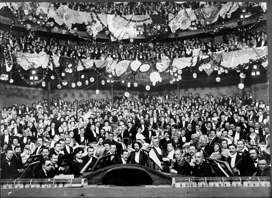 Festa di ballo a teatro, inizio Novecento
