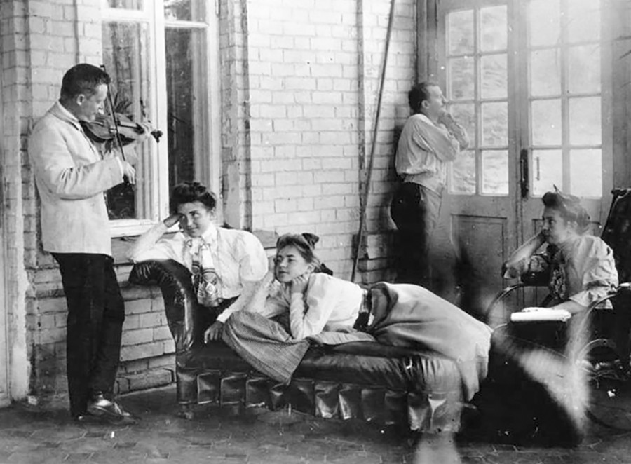Momento di relax in dacia, inizio Novecento