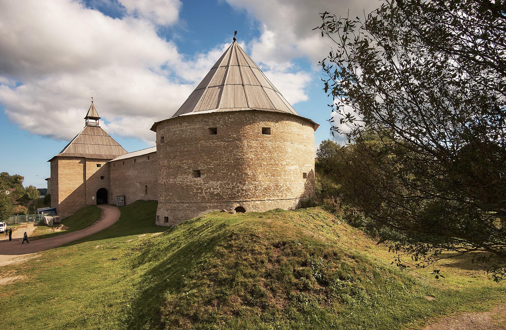 Fortaleza no vilarejo de Staraya Ladoga
