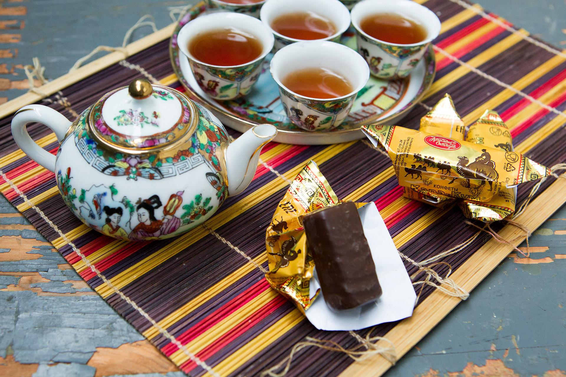 """Este doce não tem nada a ver com areia negra, que é o que """"kara-kum"""" significa literalmente na língua cazaque."""