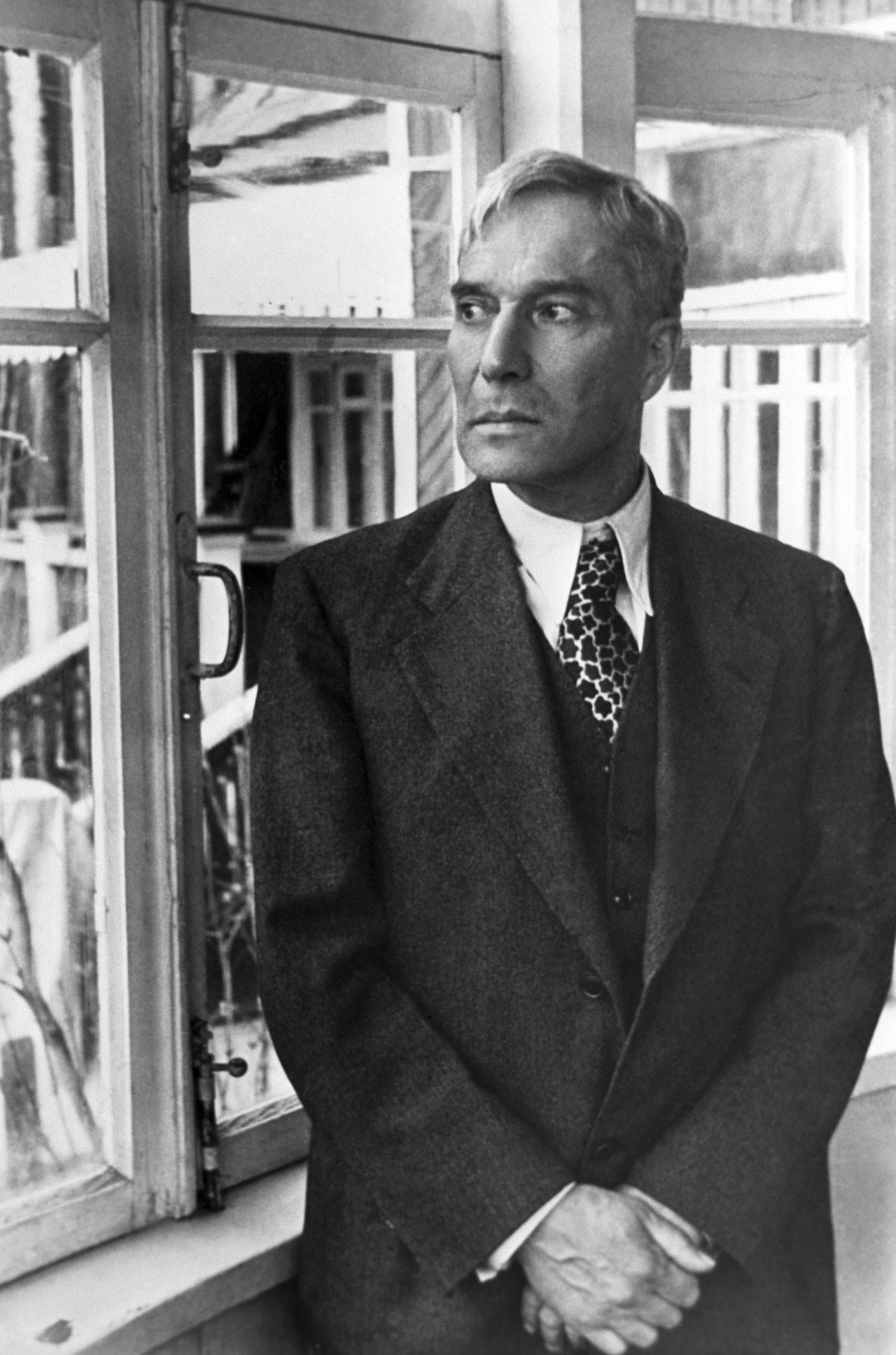"""O maior romance de Pasternak, """"Doutor Jivago"""", teve que ser contrabandeado para fora da URSS e foi publicado primeiramente na Itália."""